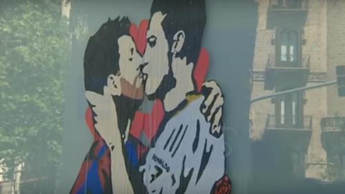 VIDEO! Un graffiti reprezentând un sărut între Messi şi Cristiano Ronaldo marchează ziua de Sant Jordi în Barcelona