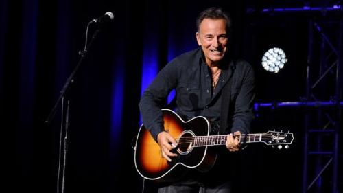 """Bruce Springsteen îl denunţă ca """"escroc"""" pe Trump într-un nou cântec"""