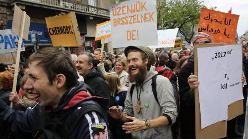 Ungaria: Mii de protestatari îl ridiculizează pe prim-ministrul Viktor Orban