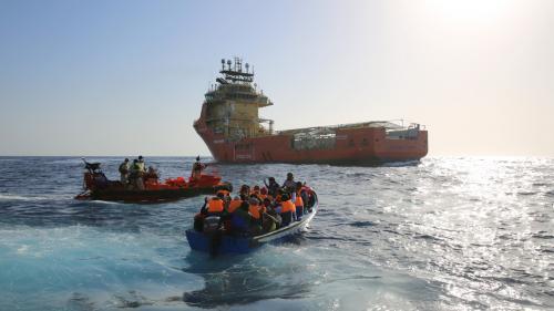 """Criza migraţiei: Un procuror italian afirmă că deţine """"dovezi"""" că organizații umanitare ar fi implicate în traficul cu ființe umane"""