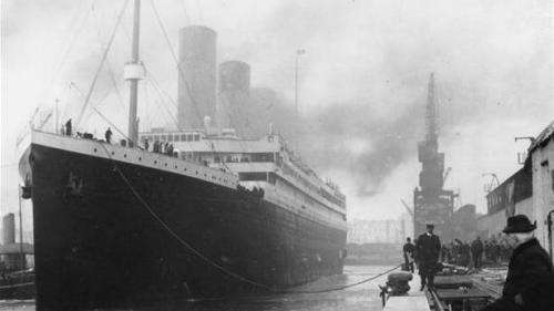 O haină de blană purtată de o supravieţuitoare de pe Titanic, vândută la licitaţie pentru 230.000 de dolari