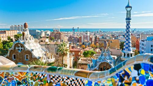 Barcelona – orașul plin de viață și culoare de care turiștii se îndrăgostesc iremediabil (VIDEO)
