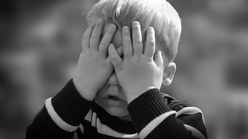 Un important neurochirurg atrage atentia parintilor: Nu zguduiți copiii!