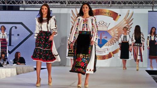 Două recorduri mondiale năsăudene. Satul care coase pentru designeri români și străini (VIDEO)