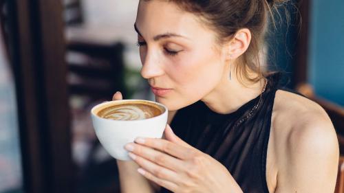 Ții dietă și nu slăbești? Ar trebui să RENUNȚI la cafeaua de dimineață