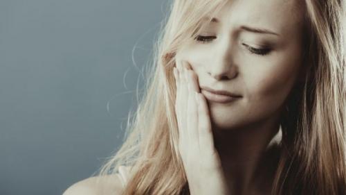 4 moduri de a vindeca gingivita. Află cum să o combați pas cu pas