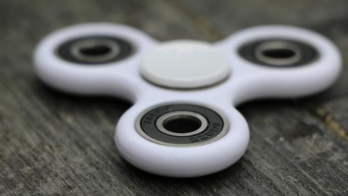 ''Spinner'', noua jucărie la modă, a reînviat dezbaterea privind problemele de concentrare ale copiilor