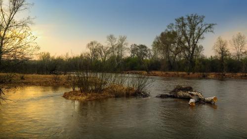 Cod galben de inundaţii pe râuri din bazine hidrografice aferente judeţelor Botoşani, Iaşi, Harghita şi Mureş
