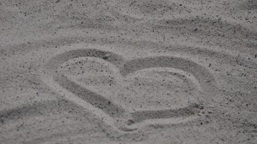 Cinci zodii de care merită să te îndrăgostești
