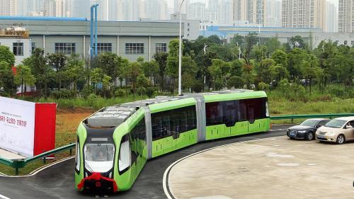 Primul tren inteligent, fără șine și conducător, lansat în China