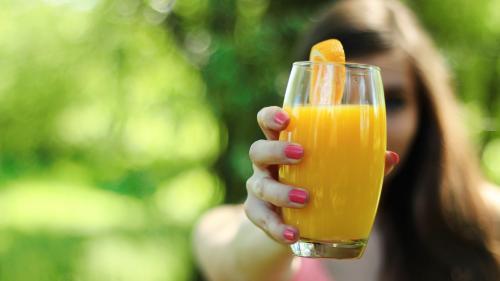Sucurile naturale care scad colesterolul rău