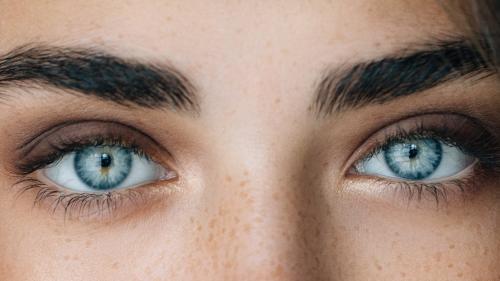 Tratamente naturiste. REMEDIUL care te scapă de ochelari. Corectează vederea în 30 de zile
