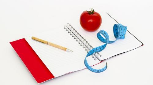 3 principii pe care trebuie să le respecte o cură de slăbire eficientă și sănătoasă