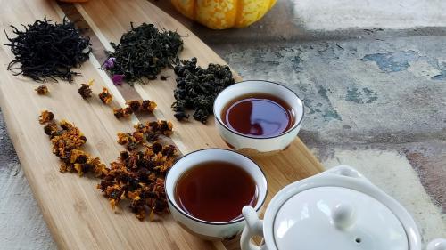 Ceaiul negru, alternativă perfectă pentru cafea