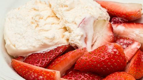 Cum preparăm în doar 10 minute o înghețată delicioasă care are puține calorii