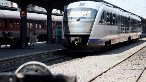CFR. Trenurile circulă cu viteză redusă din cauza caniculei; călători să se informeze cu privire la modificările din program