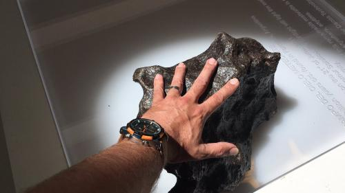 Un meteorit rar, vechi de 4,5 miliarde de ani, descoperit în Olanda