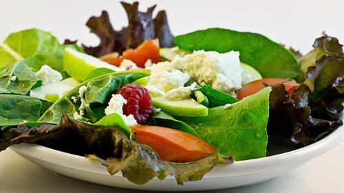 Cum se prepară corect o salată sănătoasă