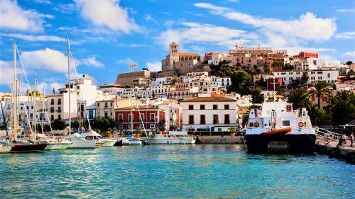 Destinația săptămânii. Ibiza cea fierbinte