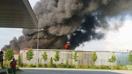 Ministerul Mediului: Incendiul de la Baloteşti nu a produs o poluare semnificativă în zonă
