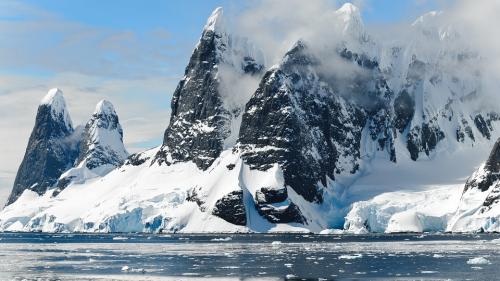 ÎNCĂLZIRE GLOBALĂ. Schimbările climatice ar putea topi un sfert din gheaţa din Antarctica până în 2100