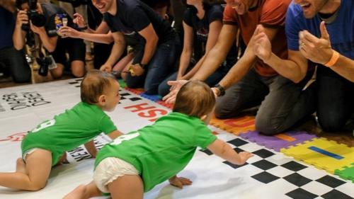 Brooke, o fetiţă de 11 luni, a câştigat tradiţionala cursă a bebeluşilor, organizată la New York