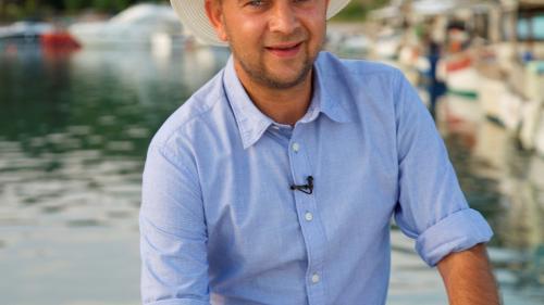 """Cosmin Seleși filmează de trei săptămâni, în Grecia, pentru show-ul """"Aventură cu 4 stele"""":  """"Nu am avut timp să fac nici măcar o baie în mare"""""""