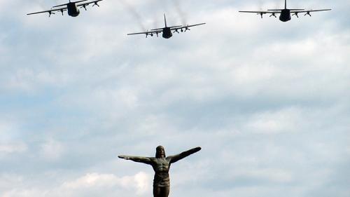 Restricţii de circulaţie, joi, în București cu ocazia Zilei Forţelor Aeriene. Aeronave militare vor survola Piaţa Aviatorilor.