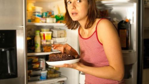 Ce să faci când ți se face foame noaptea. 3 trucuri ca să nu te îngrași