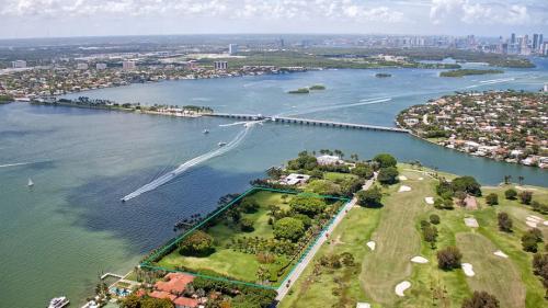 Julio Iglesias cere 150 milioane de euro pentru o proprietate din Miami
