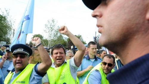 Polițiștii amenință cu protestele din cauza lipsei fondurilor