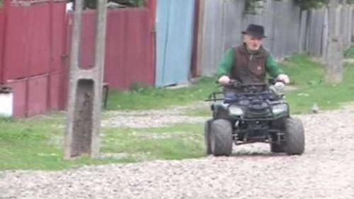 Smeeni, satul cu bătrâni ageri ca... zmeii. Aici trăiesc cea mai vârstnică biciclistă (80 de ani) și cel mai bătrân conducător de ATV (92 de ani)
