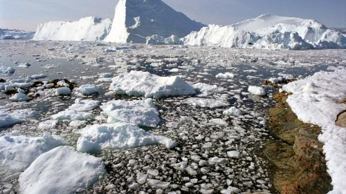 Oamenii de ştiinţă îngrijoraţi de calota din Groenlanda care a început să se topească