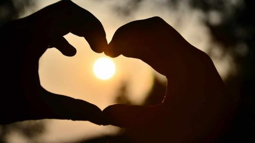 Psiholog: 6 semne ale adolescentului îndrăgostit