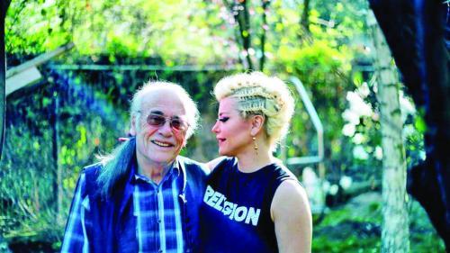 Tatăl poet al Loredanei Groza: O auzeam de la 7 blocuri