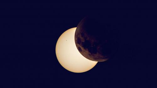 O eclipsă parţială de Lună va fi vizibilă în România timp de aproximativ două ore