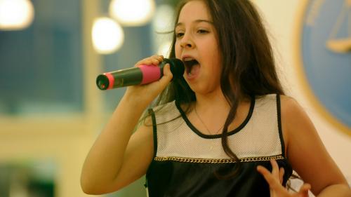 Vino pe scenă la Magic Voice by Bibi!