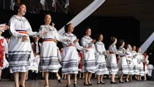Oradea: Spectacole folclorice cu artiști din toată țara la Cetatea Oradea
