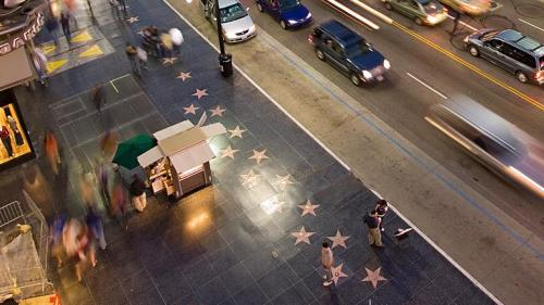 Un legendar cântăreț francez primește o stea pe Walk of Fame din Hollywood