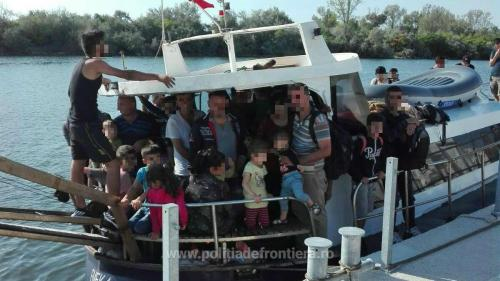 Navă cu 70 de migranți din orientul mijlociu, interceptată de poliția de frontieră constănțeană
