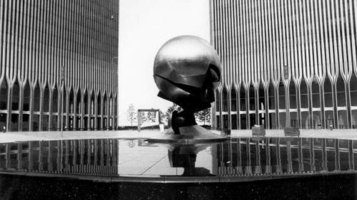 O sculptură care a supravieţuit tragediei de la 11 septembrie se va întoarce la World Trade Center