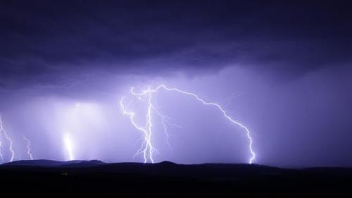 ANM: Cod galben de instabilitate atmosferică, în şapte judeţe din Muntenia şi Transilvania, până la ora 14:00