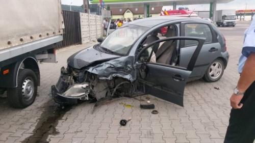 Accident cumplit la Sibiu. În urma impactului violent doi copii au fost răniţi