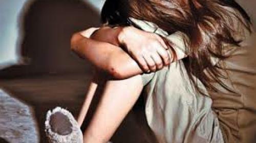 Caz șocant în Găești! Un tată a fost dat pe mâna poliției după ce a fost filmat de fiica lui în timp ce o viola