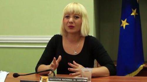 Firma care a plătit-o pe Camelia Bogdan, contracte pe bandă în guvernele Boc şi Cioloş