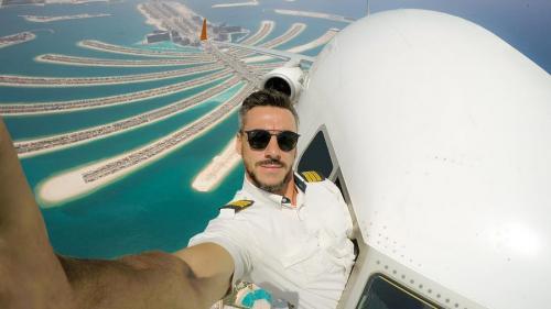 O fotografie a unui pilot a creat o mare controversă