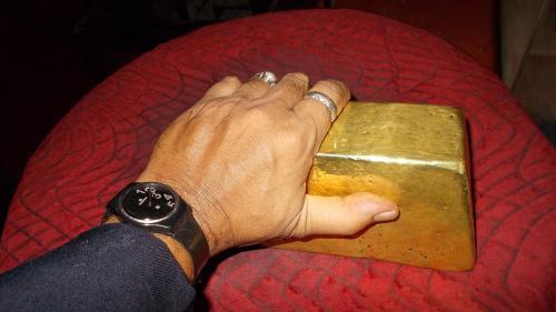 Tensiunile dintre SUA și Coreea de Nord îi împinge pe investitori să se refugieze în aur