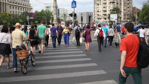 Angajaţii români consideră că merită salarii cu 1.000 de lei mai mari decât cele pe care le au în prezent