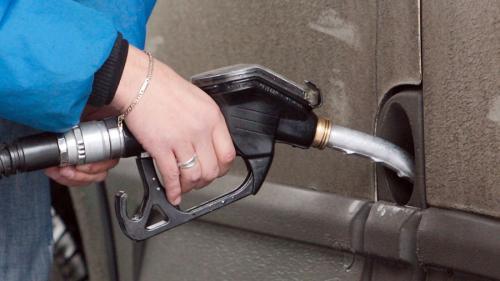 De mâine intră în vigoare acciza majorată la benzină