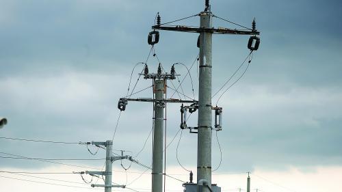 """Guvernul a descoperit """"tiparniţa"""" de bani. Sistemul energetic este subminat de lipsa investiţiilor, dar companiile stau cu sacii de bani în bănci"""